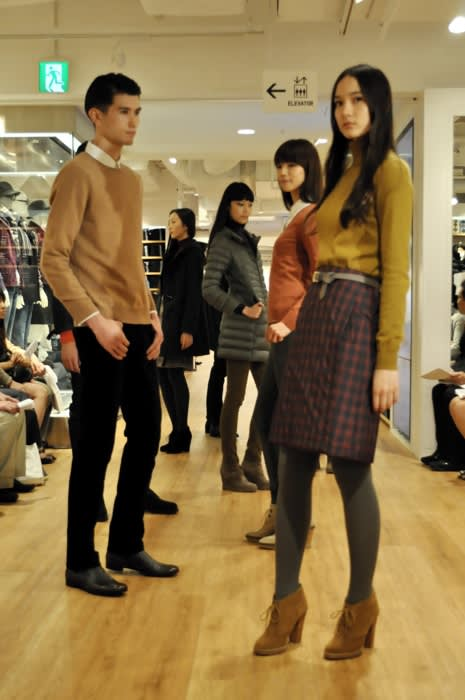 「ユニクロ東武池袋店」で行われたファッションショー Image by FASHIONSNAP
