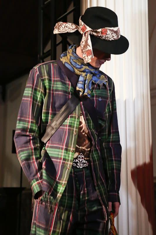 「Vivienne Westwood」新作アクセサリー発表イベントで披露されたメンズスタイル Image by FASHIONSNAP
