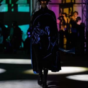アンダーカバーとエヴァンゲリオンがコラボ 東京で開催したショーで初披露