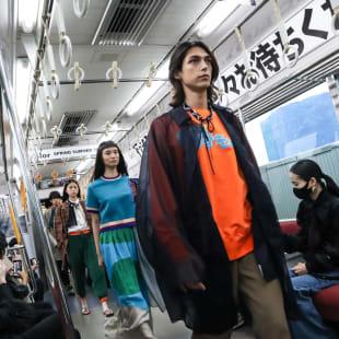 電車内で発表されたkolor 2022年春夏コレクション